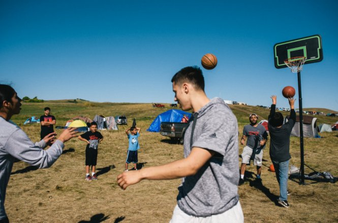letourvoicesecho-nodapl-standingrock-basketball