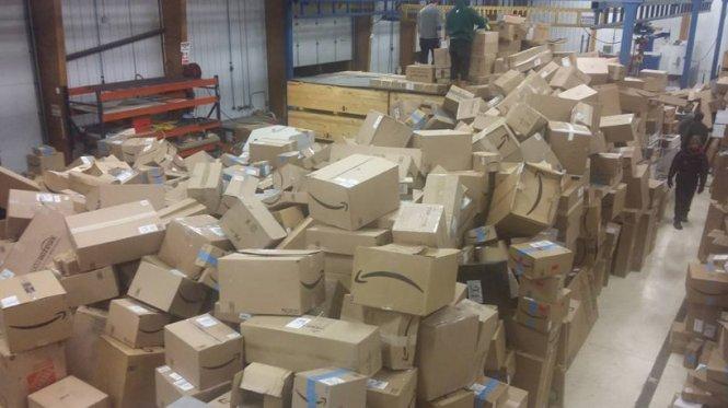 letourvoicesecho-nodapl-standingrock-ocetioyate-warehouse-2