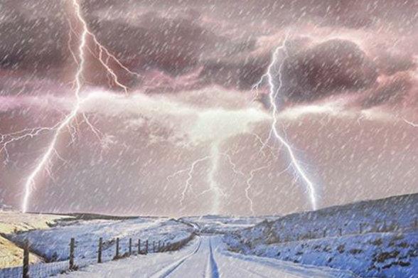 letourvoicesecho-nodapl-standingrock-snowlightening